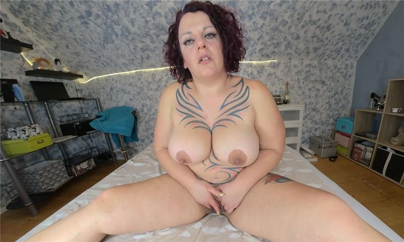 Lea - Your Tattooed Squirting Bitch