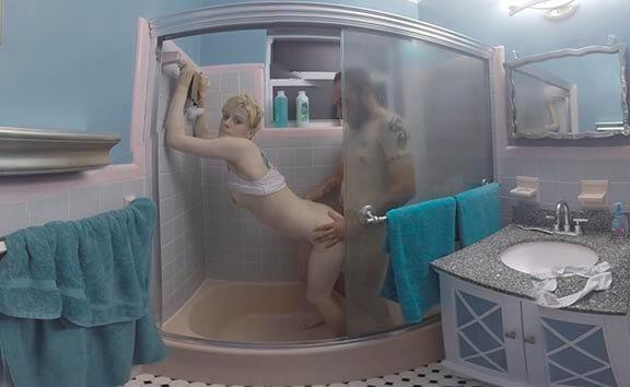 Blonde Fucks in the Shower - Petite Girl Gives Head