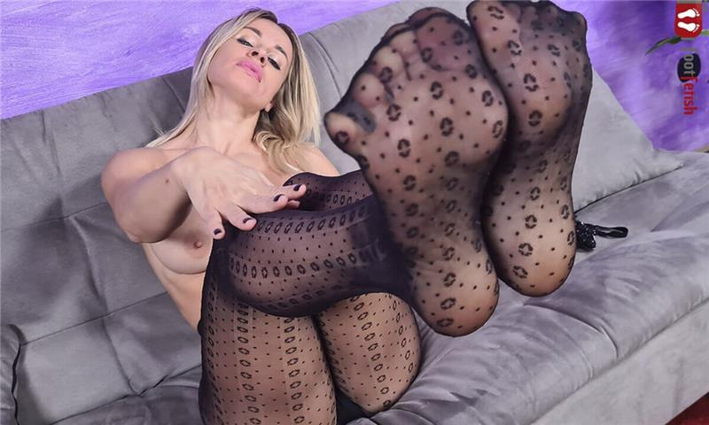 Marvelous Pamela Strong Seduces You With Her Luscious Feet Pamela Strong
