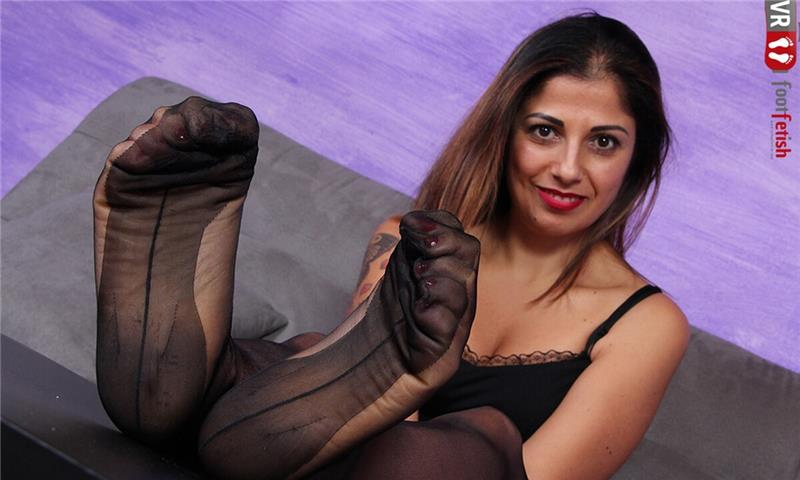 Sexy Simoncina Flaunts Her Delicate Feet with Crimson Toes