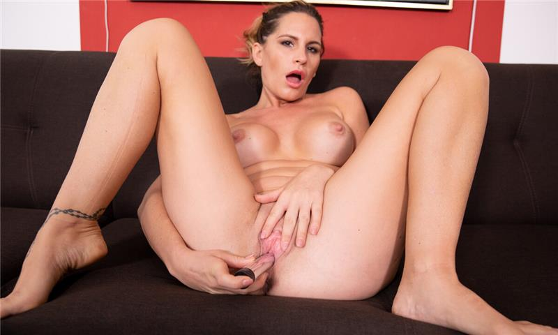Sexy MILF Stretching On The Couch Leidy de Leon