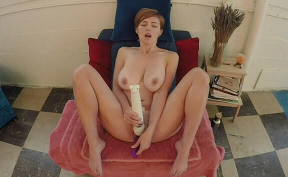 Ryanne Super Squirter - Amateur Redhead Toying